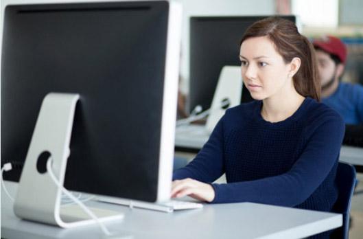 girl-in-computer-room